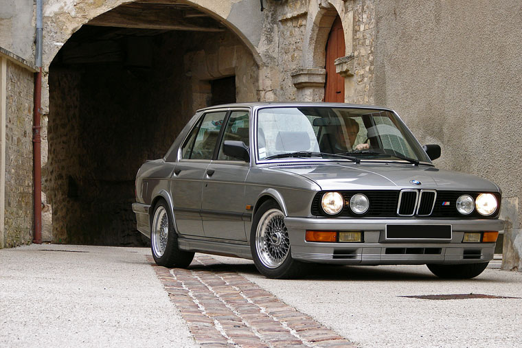 bmw s rie 5 e28 m535i 1984 1987 guide occasion. Black Bedroom Furniture Sets. Home Design Ideas