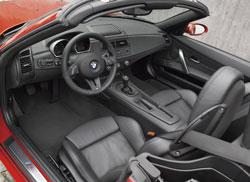 lintrieur du roadster bmw z4 m plonge le conducteur dans une ambiance moderne la fois sportive et sobre