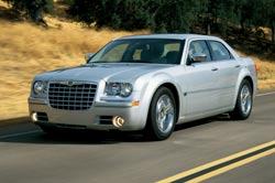 chrysler 300c v8 hemi sedan 2004 essai. Black Bedroom Furniture Sets. Home Design Ideas