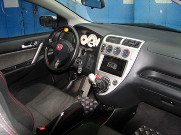 Honda civic type r ep3 2001 2004 essai for Honda civic 8 interieur