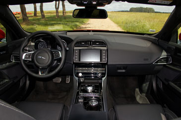 Jaguar xe s v6 3 0l 2015 essai for Interieur jaguar
