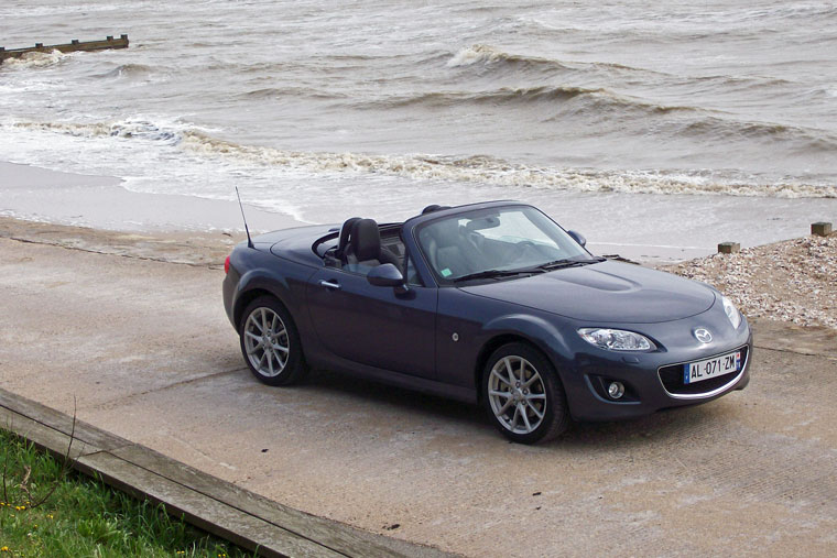 mazda mx 5 nc fl 2 0 roadster coup 2009 essai. Black Bedroom Furniture Sets. Home Design Ideas