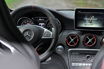 interieur mercedes a45 amg pack