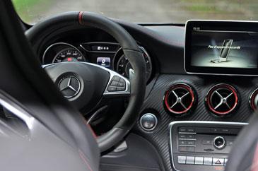 Mercedes Benz A 45 Amg 381 Ch 2015 Essai
