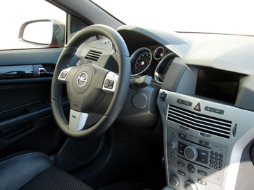Opel astra h gtc opc 2006 essai for Interieur astra h opc