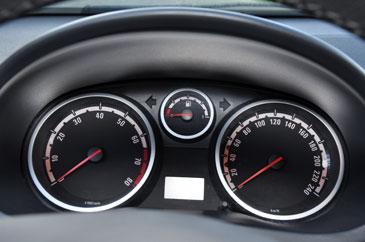 http://www.automobile-sportive.com/guide/opel/corsadgsi/corsadgsi-interieur3.jpg
