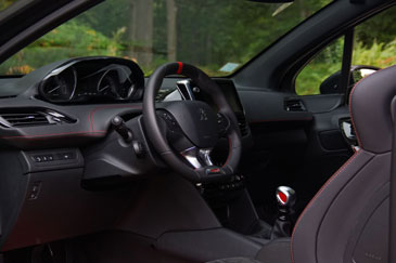 Peugeot 208 gti by peugeot sport 2015 essai for Interieur 208 gti