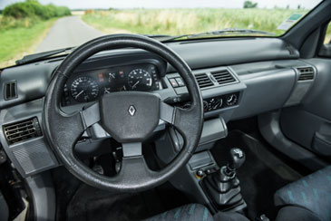 Renault clio rsi 1992 1998 guide occasion for Interieur clio 2 2000