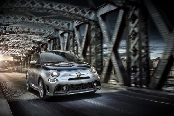 Abarth 695 Rivale : performance Abarth, élégance Riva