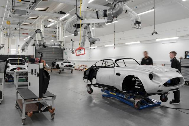 Aston Martin a commencé la production de la DB4 GT Zagato Continuation