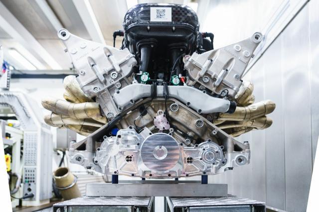 Aston Martin dévoile le fabuleux V12 de la Valkyrie