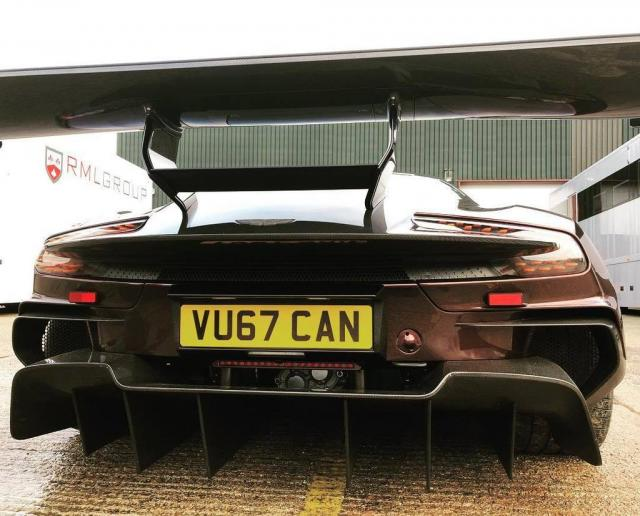 Une Aston Martin Vulcan Street legal !