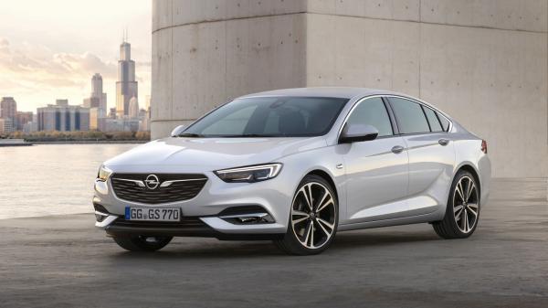 Insignia Grand Sport : le nouveau visage d'Opel