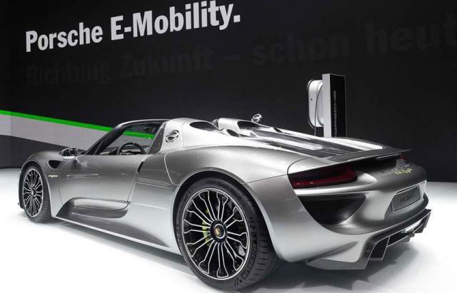 Une remplaçante électrique pour la Porsche 918 Spyder ?