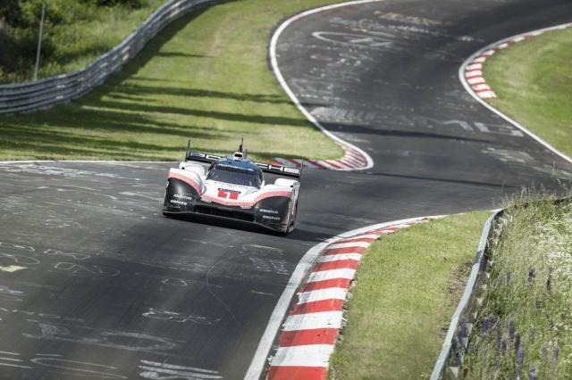 Porsche établit un nouveau record absolu au Nurburgring avec la 919 Hybrid