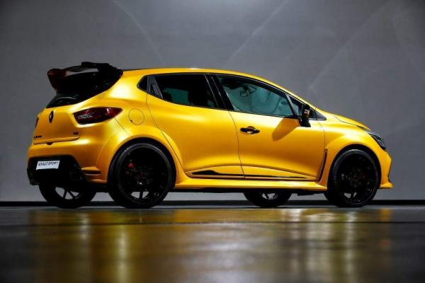 renault sport pr pare une clio rs tr s sp ciale. Black Bedroom Furniture Sets. Home Design Ideas