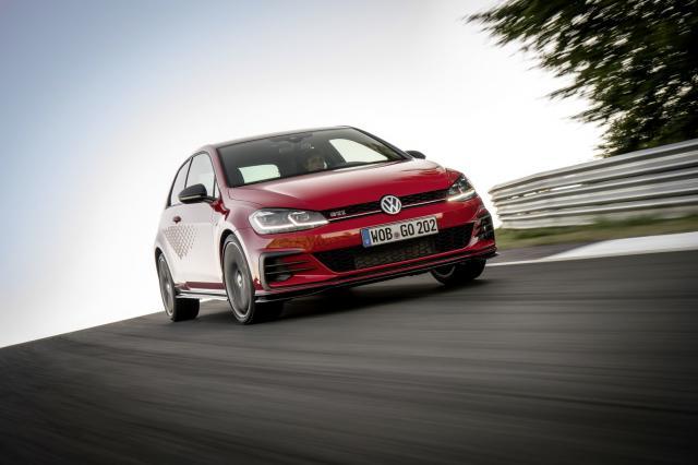 Volkswagen présente la Golf GTI TCR, de série
