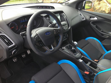 comparatif ford mustang ecoboost vs focus rs. Black Bedroom Furniture Sets. Home Design Ideas